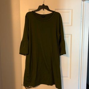 Cute olive green dress with flavored cuffs